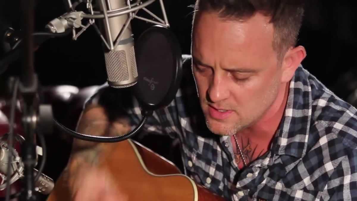 Dave Hause – C'Mon Kid – Live in McHughs Bar, Belfast