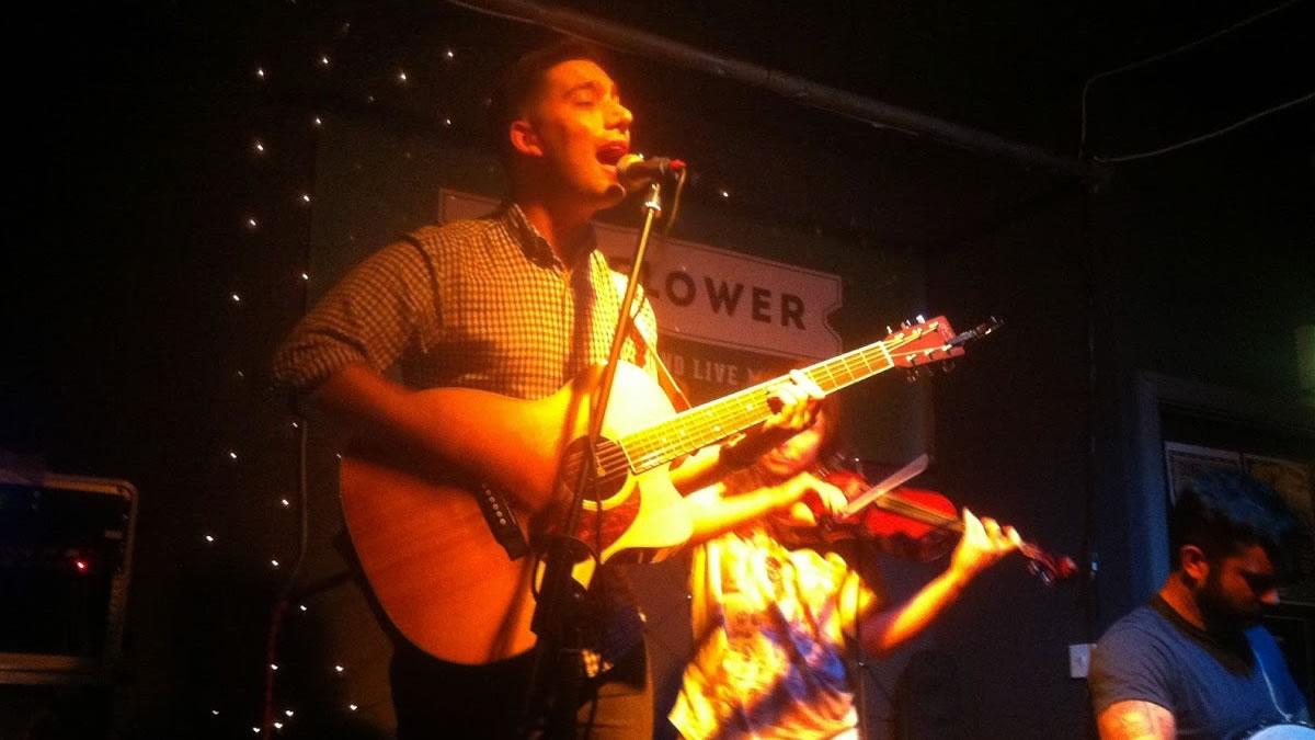 Stu Daly – Wagon Wheel (OCMS cover) – Live in The Sunflower Bar, Belfast